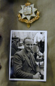 Cap badge & photo